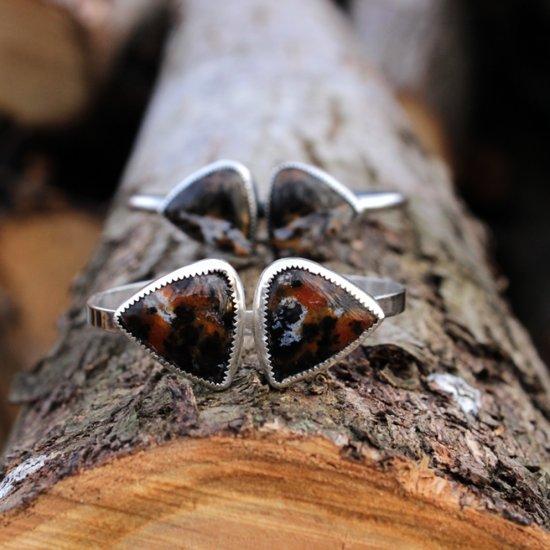 Bracelet en argent massif ,pierre de jaspe et bois pétrifié